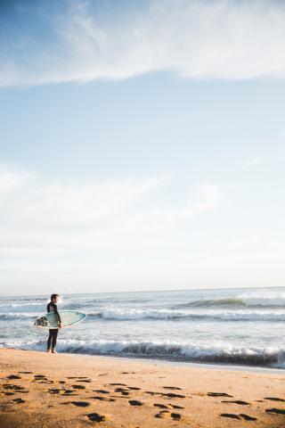 Man surfer